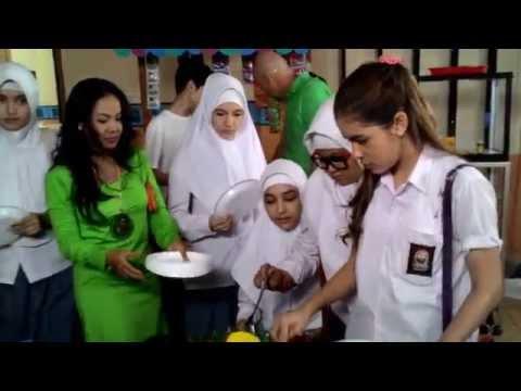 Jilbab in love on set
