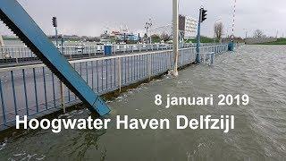 Waterschap sluit coupures bij Delfzijl en stelt dijkbewaking in.