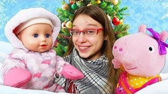 Baby Annabell -nukke lumessa. Pipsa Possu ja vauvanukke. Talvivaatteet Baby Born -nukelle.