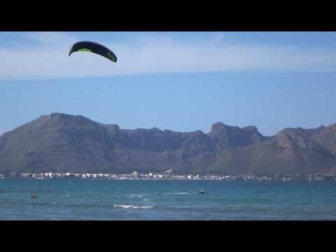 fantastische Flysurfer Sonic FR 18 mts Mallorca kitesurfen schule August