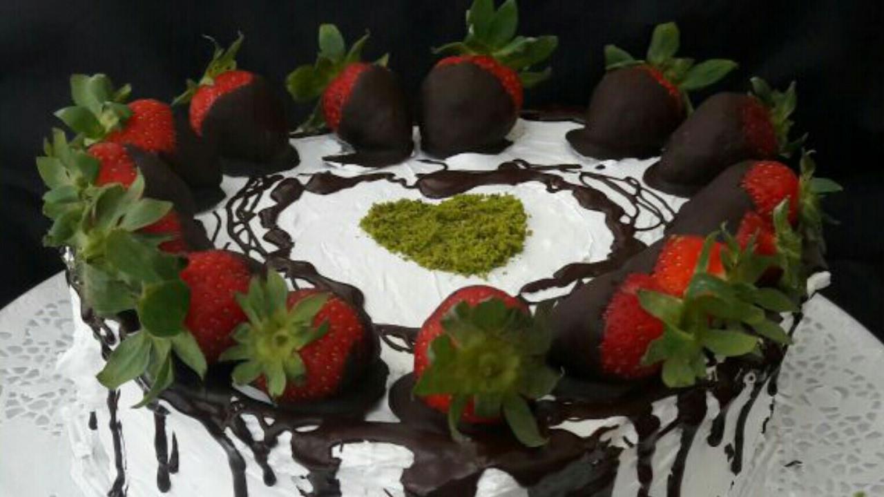 Çikolatalı Çilekli Pasta Videosu