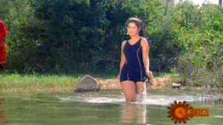 Divya Bharti in swimsuit from Naa Ille Naa Swargam