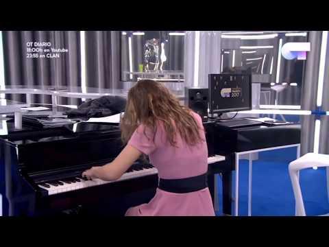 Amaia nos regala un momento espectacular al piano