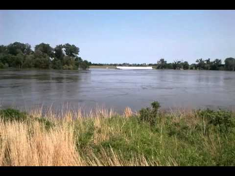 Missouri River flow during flood of 2011