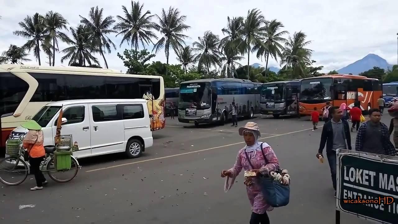 Kesibukan Parkiran Bus Candi Borobudur Saat Musim Liburan
