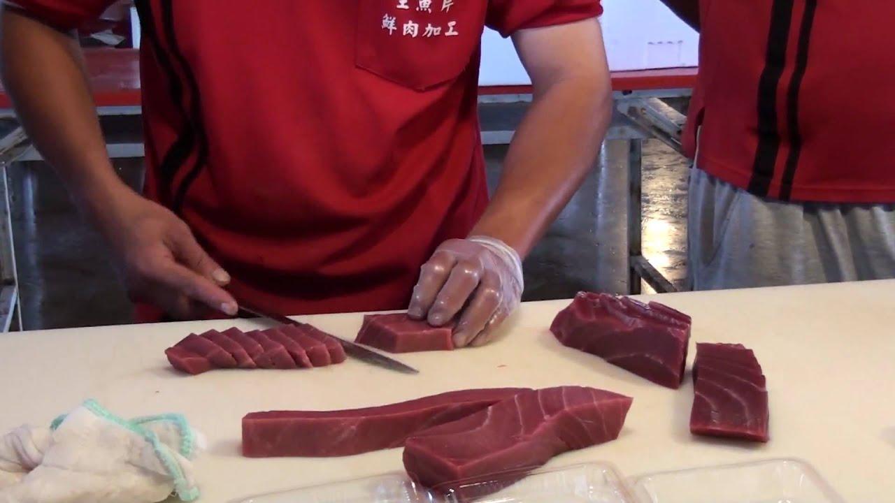東港漁會黑鮪魚專賣區 - YouTube