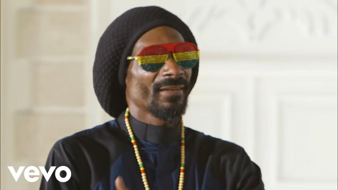 Snoop Lion ft. Angela Hunte - Here Comes the King (Official Video)