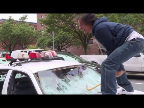 Comedians smash patrol cars on NY street