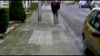 henri a mal au pied