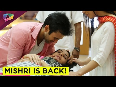 Kanchi Singh and Mishkat Varma gift segment from YouTube · Duration:  6 minutes 9 seconds