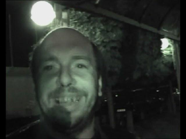 Böhse Onkelz Tour 2000 DVD easteregg 2 - Fan will rauchen ;)