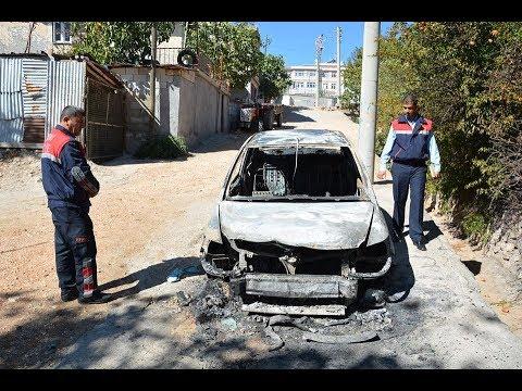 Besni'de Park Halindeki Otomobil Kundaklandı