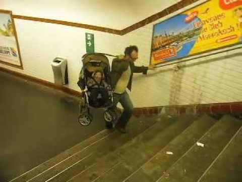 poussette bebe monte escalier
