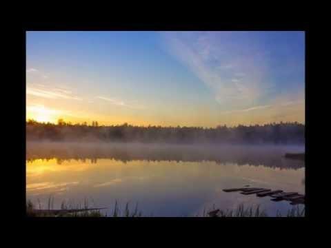 Слайд-шоу с прекрасной подборкой фото Бездонного озера в Беларуси