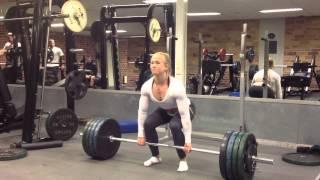 Sarah Bäckman deadlifts 150kg