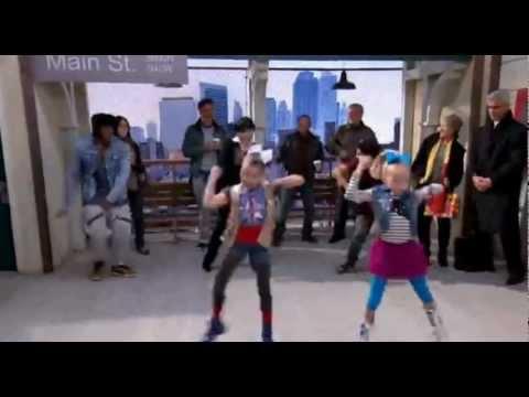 Shake It Up (Dance Battle Between 2 Kids and 2 Teens)