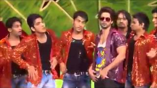 Shahid Kapoor steps for tamil song at IIFA Awards 2012