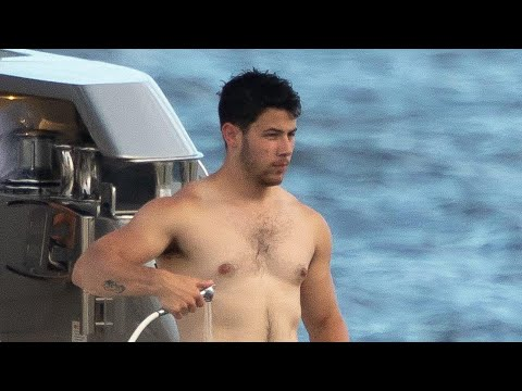 Nick Jonas New Shirtless Pic Gets AMAZING Response From Fans