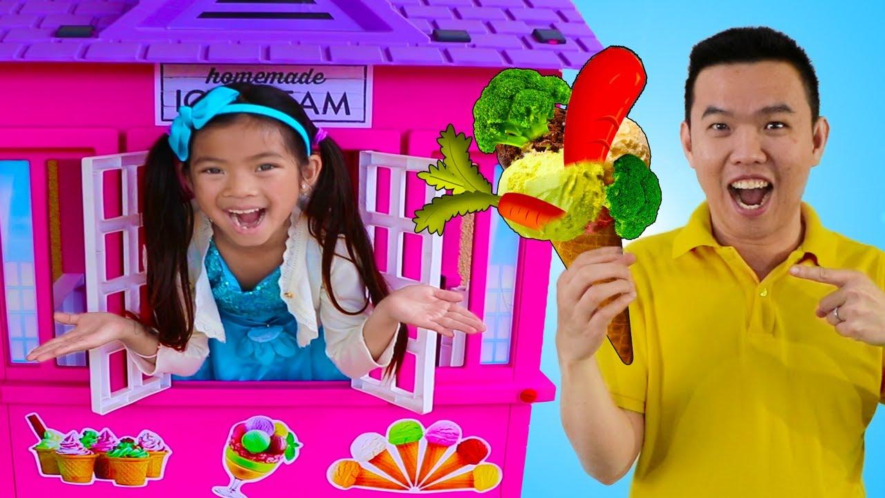 Emma Pretend Play Jugar Vender Helado de Brócoli en Tienda de Helados |  Juguetes de comida
