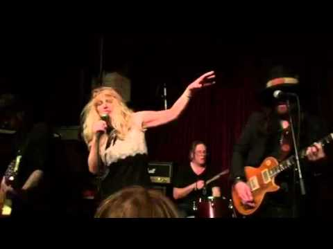 "Courtney Love singing ""Creep"""