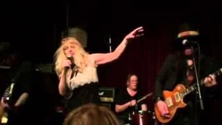Courtney Love singing