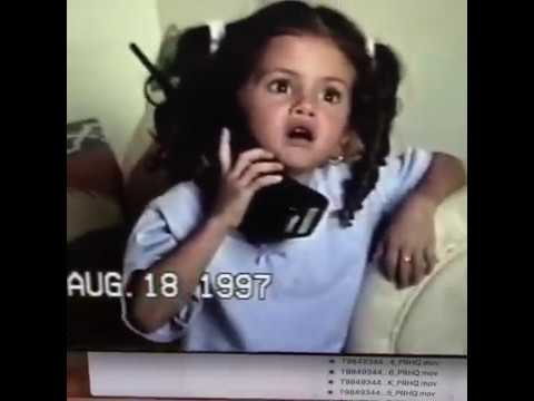 Selena Gomez calling to her mom when she was a little girl 😊📱