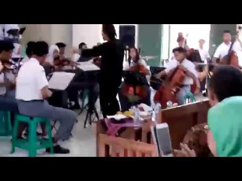 Orchestra SMKN 2 Cibinong (Sekolah Menengah Musik) Smm Bogor Bungong Jempa Arr. Henry Virgen