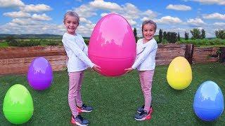Las Ratitas juegan con huevos gigantes sorpresa de pascua para niños