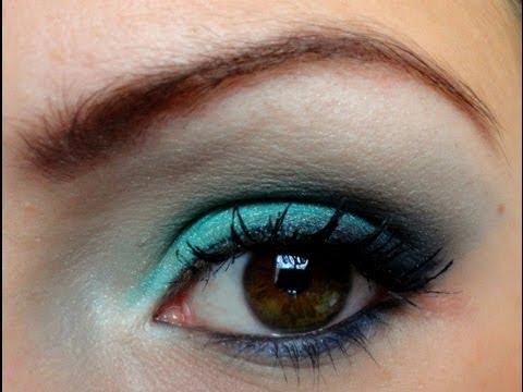 Maquillage vert émeraude pour les fêtes!