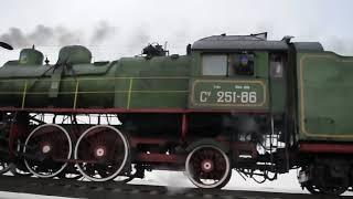 Старинный паровоз по ЖД Украины