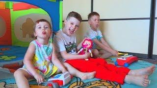 Дети ИГРАЮТ в магазин! Рома идет на ДЕНЬ РОЖДЕНИЕ к Веронике! Roma family vlog
