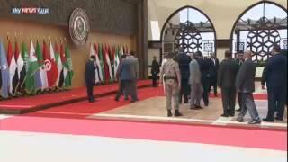 الرئيس اللبناني يسقط أرضا
