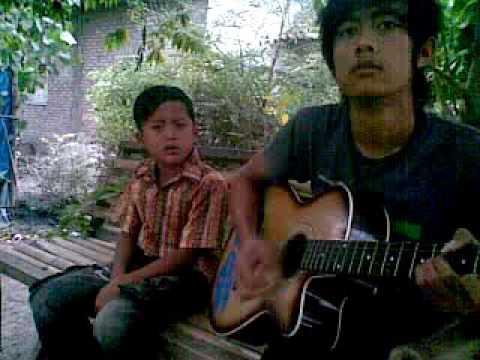 Anak kecil bersuara merdu ( Lagu special untuk sang ayah)