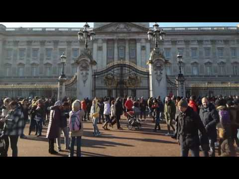 London: Buckingham Palace & The Queen
