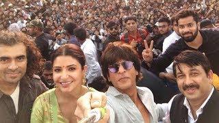 Shahrukh Khan dance on Bhojpuri Song with Anushka Movie Promotion in Varanasi Manoj Tiwari