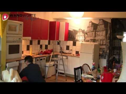 WANDWORTE gestaltet eine Küche mit Fliesensticker, Fototapete und Schrankfolie um.