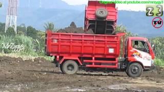 Dump Truck Toyota Dyna 130HT Unloading Dirt SRD