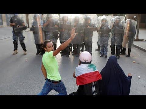 تجدد المواجهات بين الأمن ومتظاهرين وبدء مشاورات لتشكيل حكومة جديدة بعد أسبوع على انفجار مرفأ بيروت  - 10:59-2020 / 8 / 12