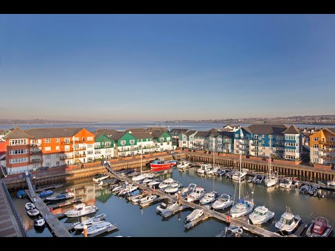 Take a tour around this amazing penthouse appartment at Exmouth Marina