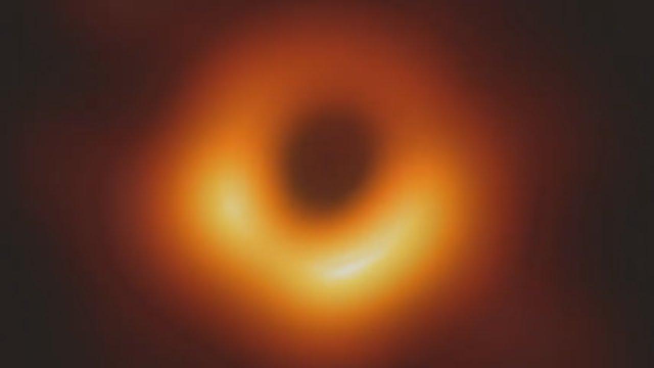 Menschheit sieht erstes Bild von Schwarzem Loch