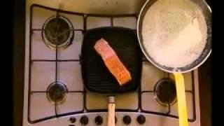 Филе лосося с кремом из цукини