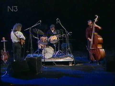 Jazzfest Berlin 1990 - (III) - Pat Metheny Trio - Dave Holland (b) - Roy Haynes (dr) deel 1.avi