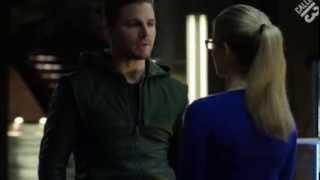 Oliver y Felicity (Arrow 2x10) Castellano