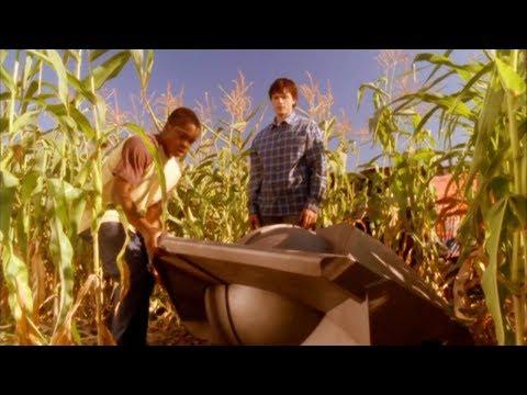 Clark Kent Tells Pete His Secret -- (Smallville - S2; E3)