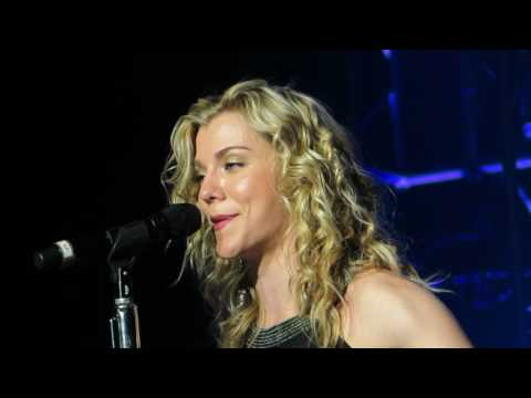 """The Band Perry """"Don't Let Me Be Lonely""""Live @ Ceasars Circus Maximus Theatre"""