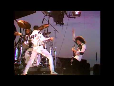 Queen - The Hero/We Will Rock You (fast version) Live at the Bowl 1982