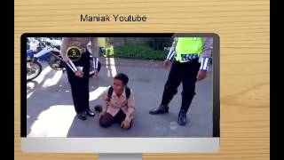 Repeat youtube video Anak SMP menangis saat dirazia polisi karena tidak memakai helm