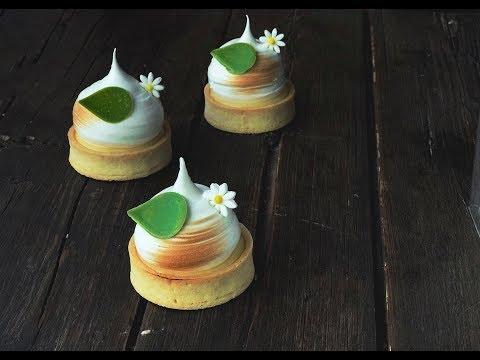 Лимонные тарталетки, украшенные воздушной меренгой: рецепт ...