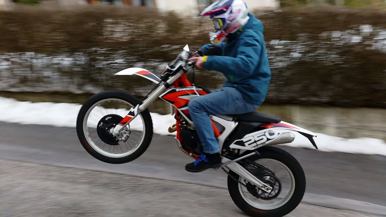 ktm freeride 2014 250r wheelie - youtube