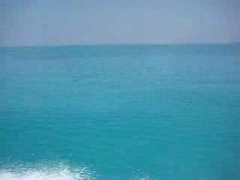 小浜島から石垣島へ。海の色がめっちゃキレイ。